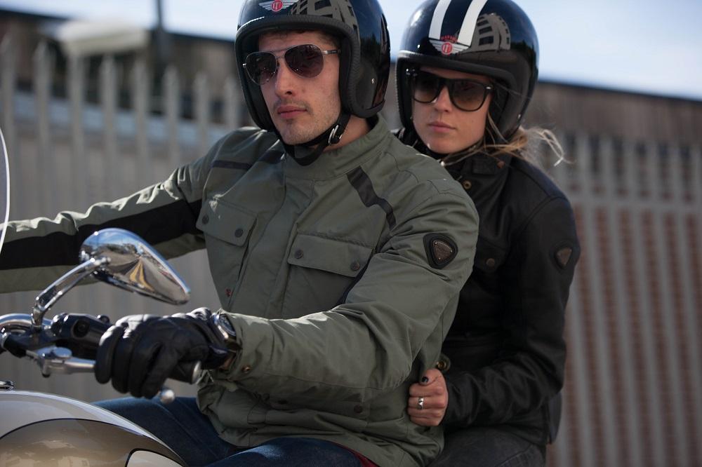 Dále jsou v nabídce Polo trika a další s potisky vyjadřující detailní  příběhy legend Triumph a zobrazující motocykly z let minulých. 92822c3b7e